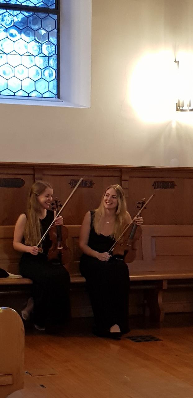 Dzialak&Söhne Musik-Akademie Schülerinen vor dem Konzert