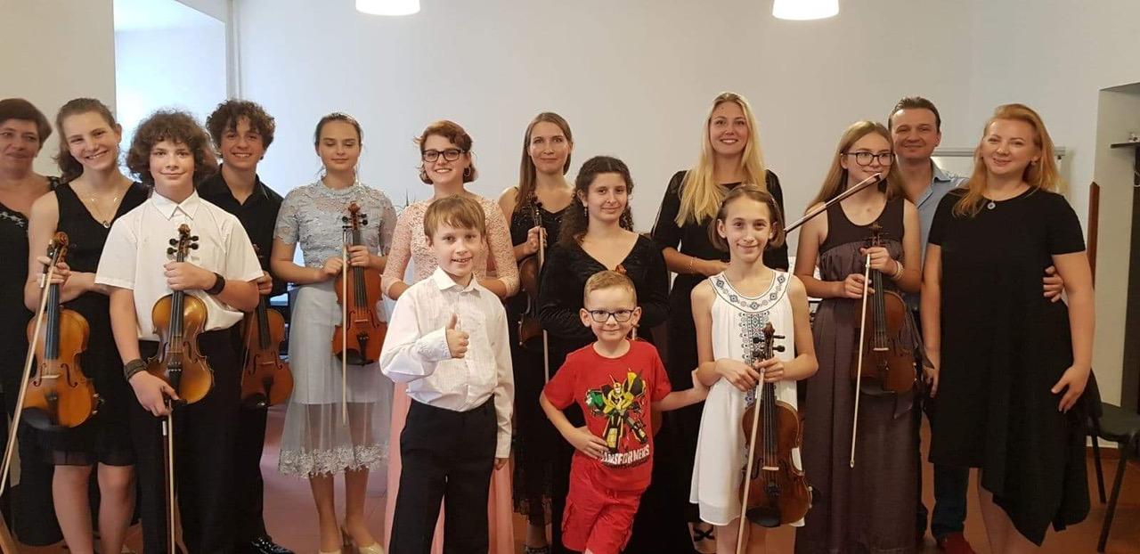 Dzialak&Söhne Musik-Akademie: Anna und Jakub Dzialak mit Schülern